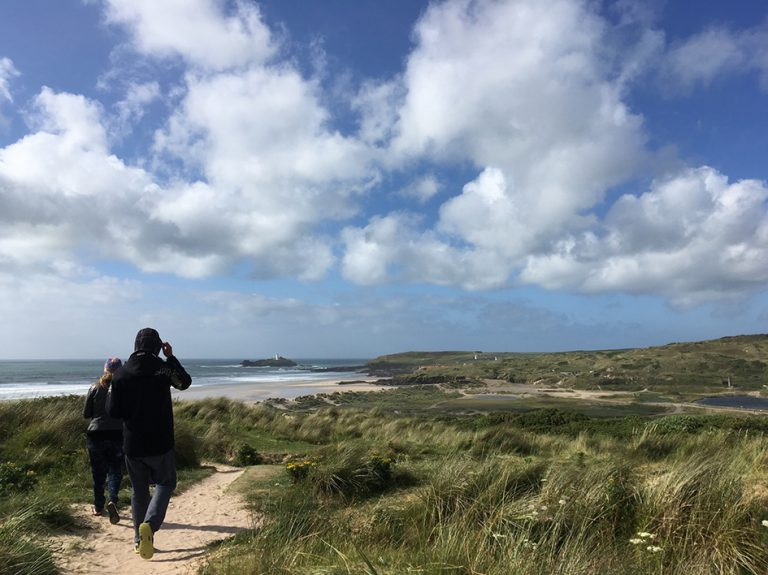 Spaziergang mit Hund in St. Ives & Hayle in England